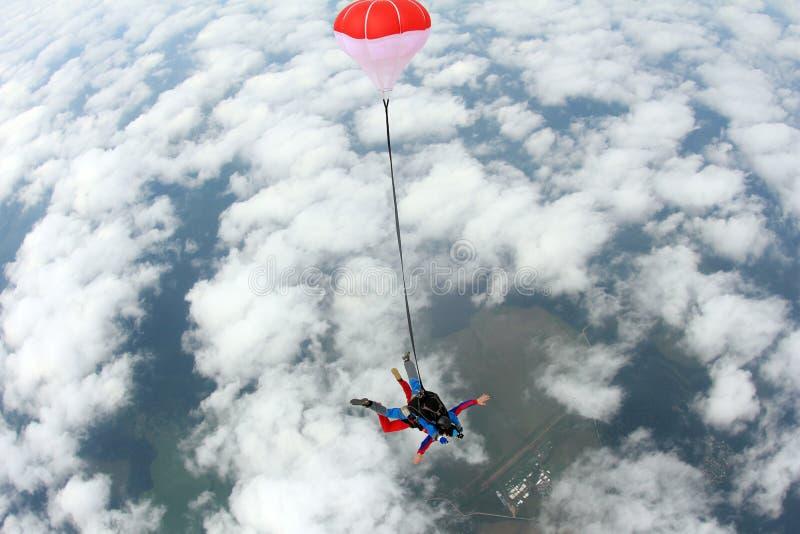 skydiving Sprong achter elkaar Instructeur en Indische passagier stock afbeelding