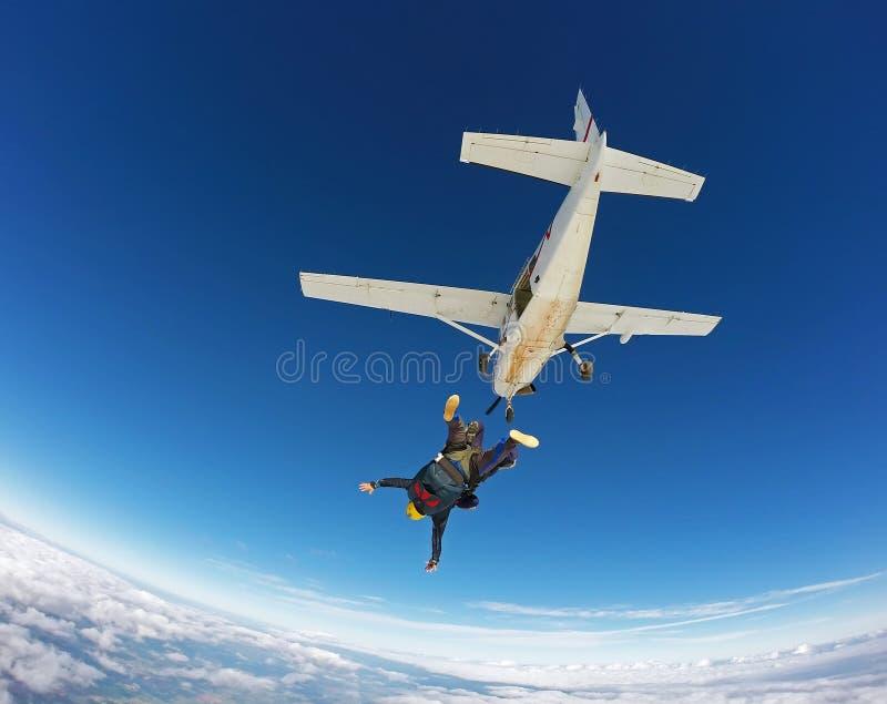 Skydivingssprong achter elkaar royalty-vrije stock fotografie