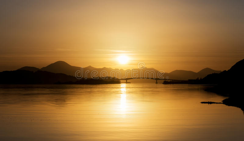 Skye Bridge Sunset royaltyfria bilder