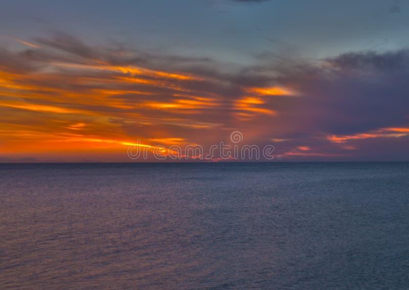 Skyen avfyrar på royaltyfri fotografi