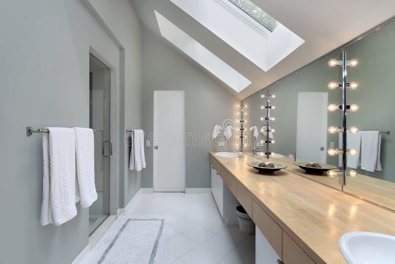 skylights ванны мастерские стоковые фотографии rf