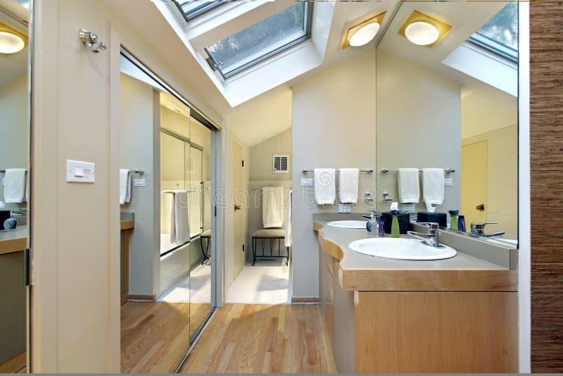 skylights ванны мастерские стоковое изображение rf
