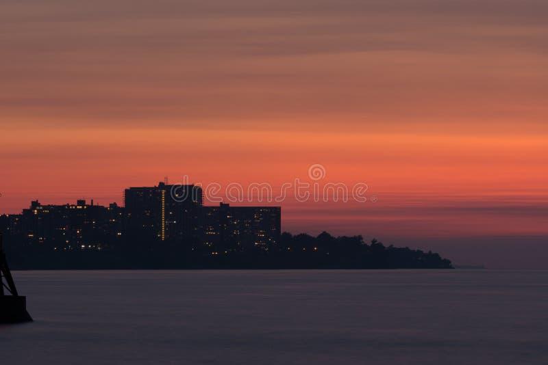 Skyline über dem Eriesee bei Sonnenuntergang stockbilder