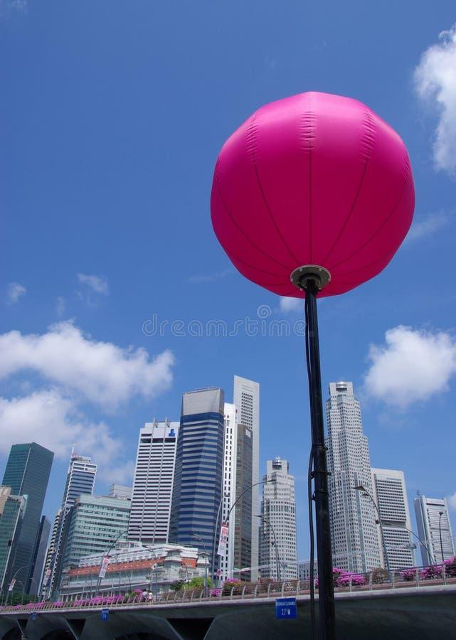 Skyline & lanterna de Singapore imagem de stock royalty free