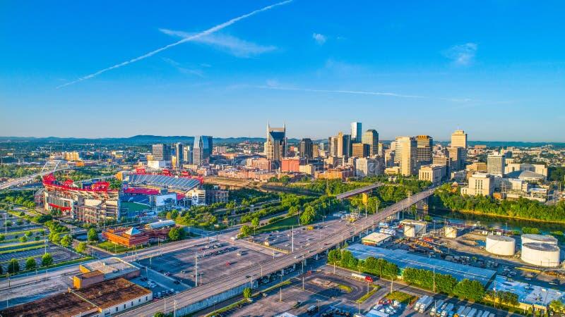 Skyline-Antenne im Stadtzentrum gelegenen Nashvilles, Tennessee, USA stockbilder