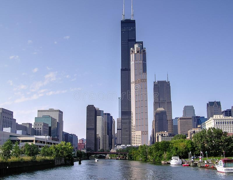 Skyline ao longo do Chicago River, Illinois, IL imagens de stock royalty free