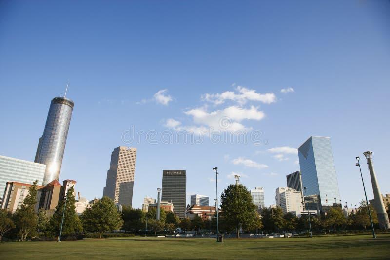 Skyline atrás do parque olímpico centenário em Atlanta da baixa, Geor fotos de stock