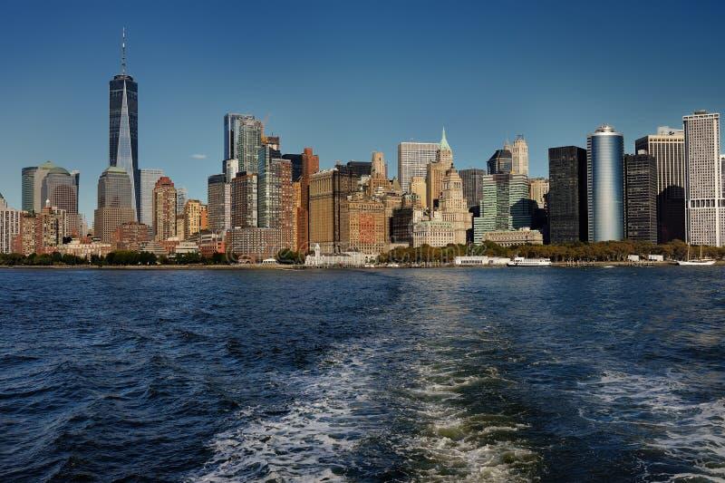 Skyline com os arranha-céus famosos de Manhattan e de East River foto de stock royalty free
