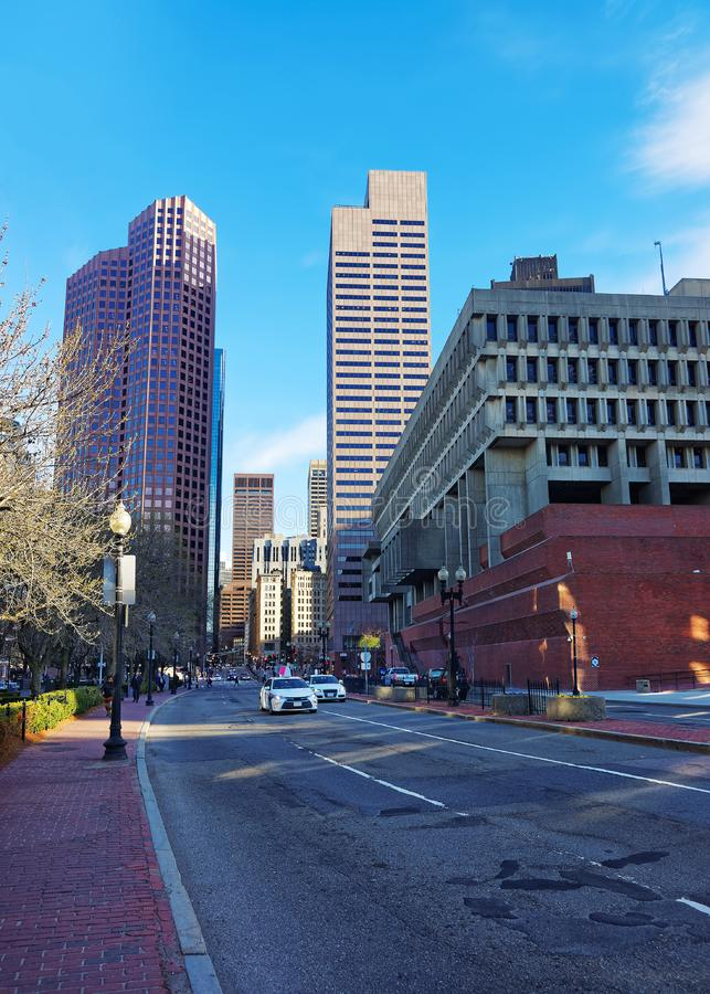 Skyline com os arranha-céus na rua do congresso de Boston do centro fotos de stock royalty free