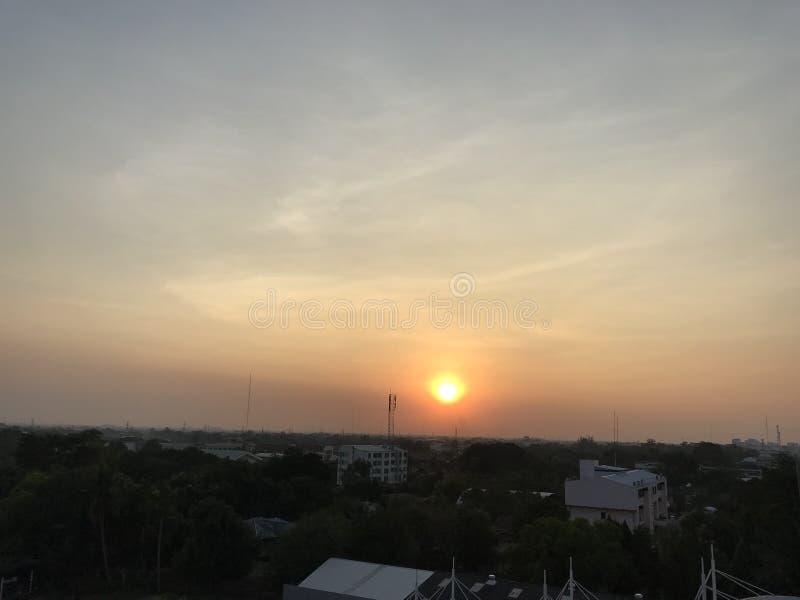 A skyline começa o sol imagens de stock