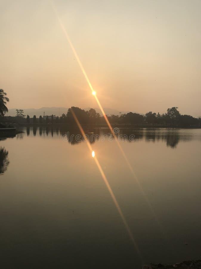 A skyline começa o sol fotos de stock royalty free