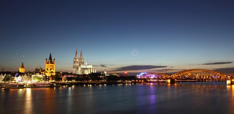 Skyline da água de Colônia foto de stock royalty free