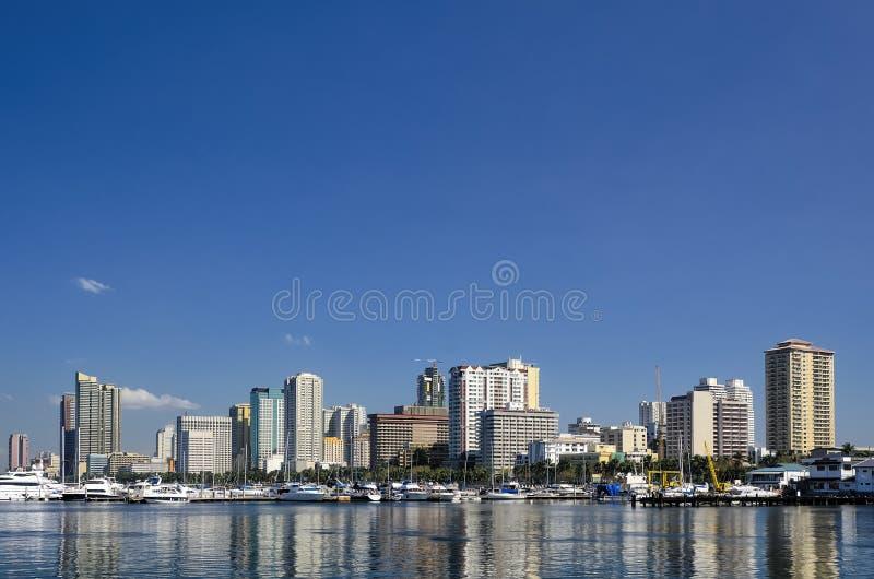 Skyline da baía de Manila em Sunny Day claro foto de stock royalty free