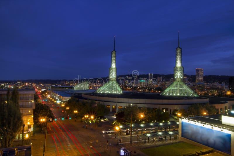Skyline da baixa de Portland Oregon na hora azul 2 imagem de stock royalty free