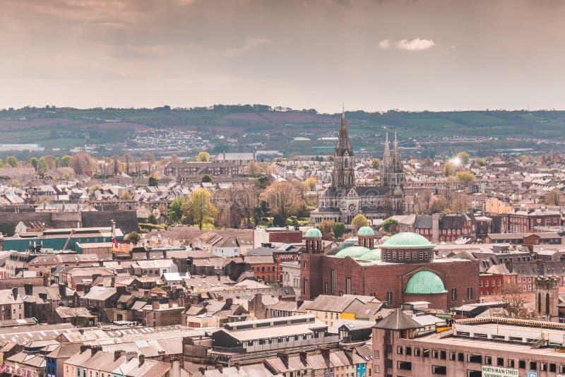 Skyline da cidade da cortiça na República da Irlanda imagem de stock