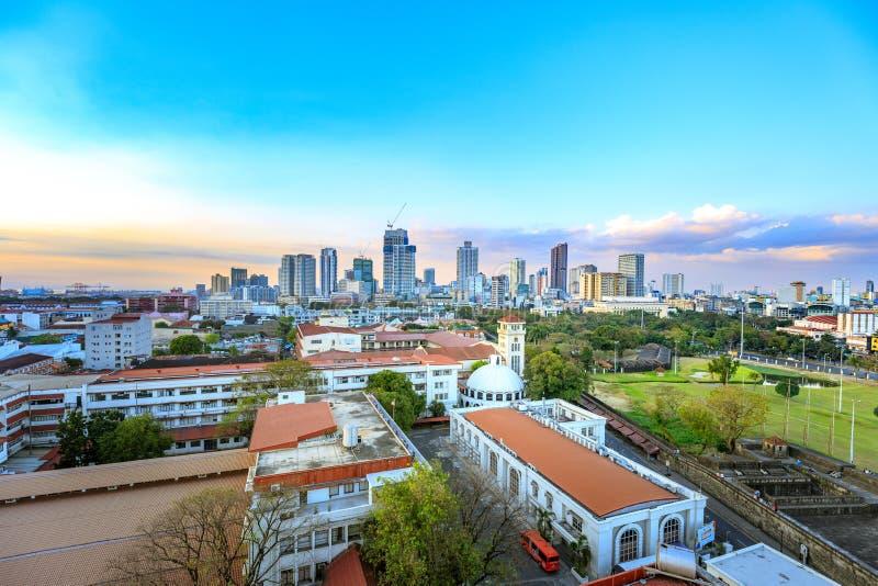 Skyline da cidade de Manila em Filipinas foto de stock
