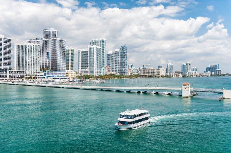 Skyline da cidade de Miami imagens de stock