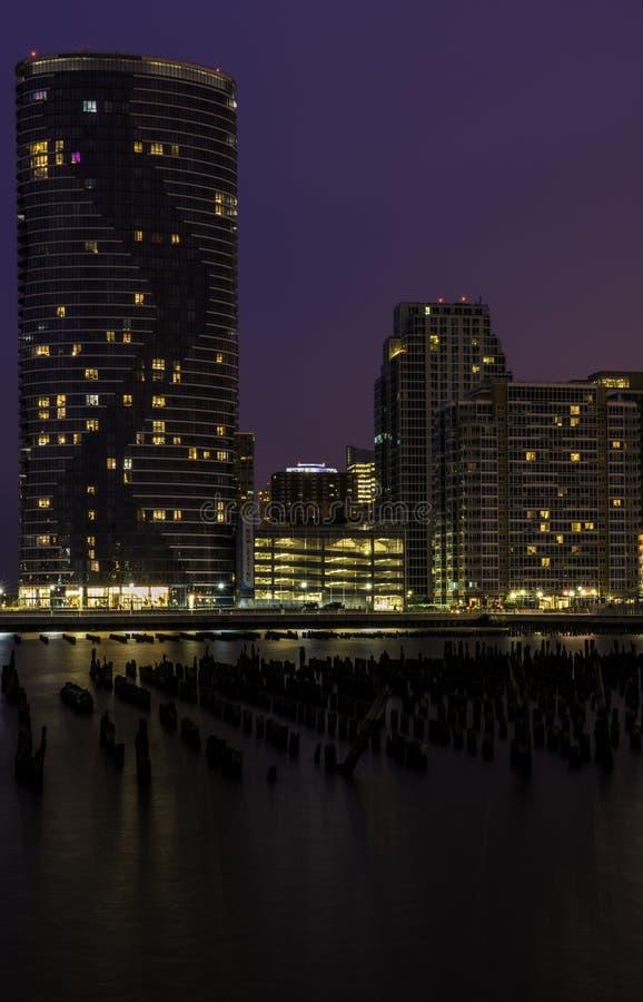 Skyline da cidade de New-jersey no crepúsculo fotos de stock royalty free