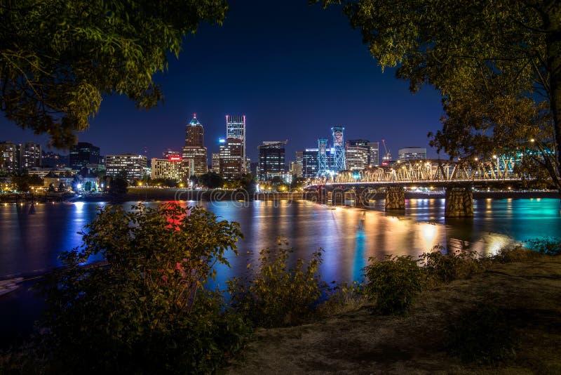 Skyline da cidade de Portland durante a noite adiantada fotos de stock royalty free