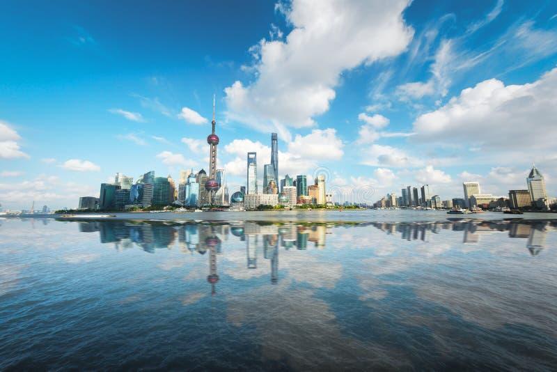 A skyline da cidade de Pudong, Shanghai, China foto de stock