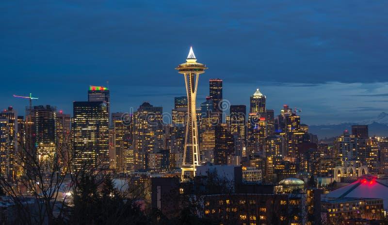 Skyline da cidade de Seattle na noite Arquitetura da cidade do centro de Seattle fotos de stock