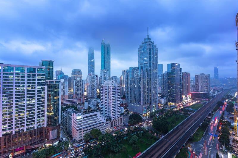Skyline da cidade de Shenzhen, China no crep?sculo fotos de stock royalty free