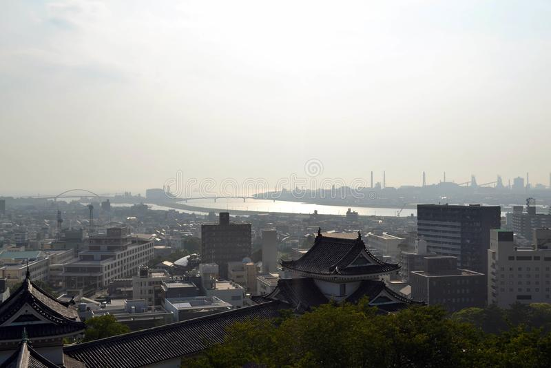 A skyline da cidade de Wakayama como visto do castelo de Wakayama fotos de stock royalty free