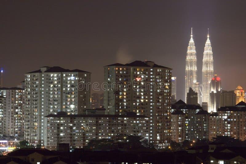 Skyline da cidade na noite fotografia de stock royalty free