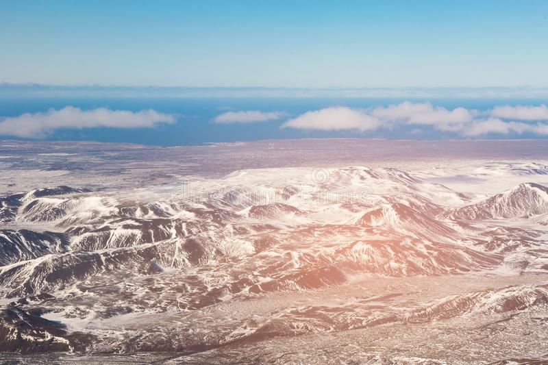 Skyline da montanha da vista superior, estação do inverno de Islândia imagens de stock royalty free