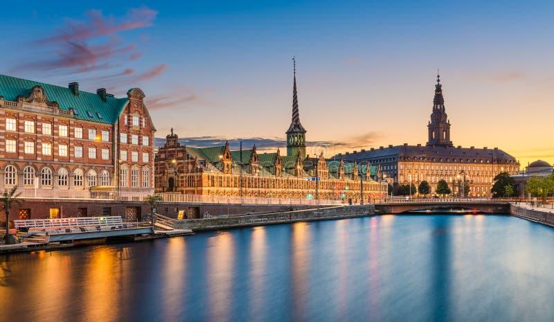 Skyline da noite de Copenhaga, Dinamarca fotos de stock royalty free