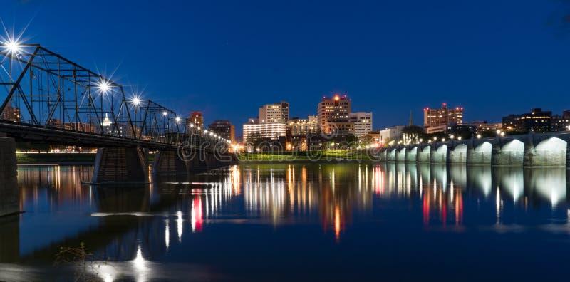 Skyline da noite de Harrisburg, Pensilvânia imagens de stock