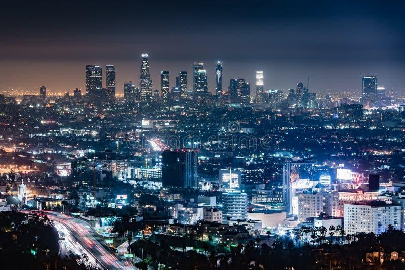 Skyline da noite de Los Angeles fotos de stock royalty free