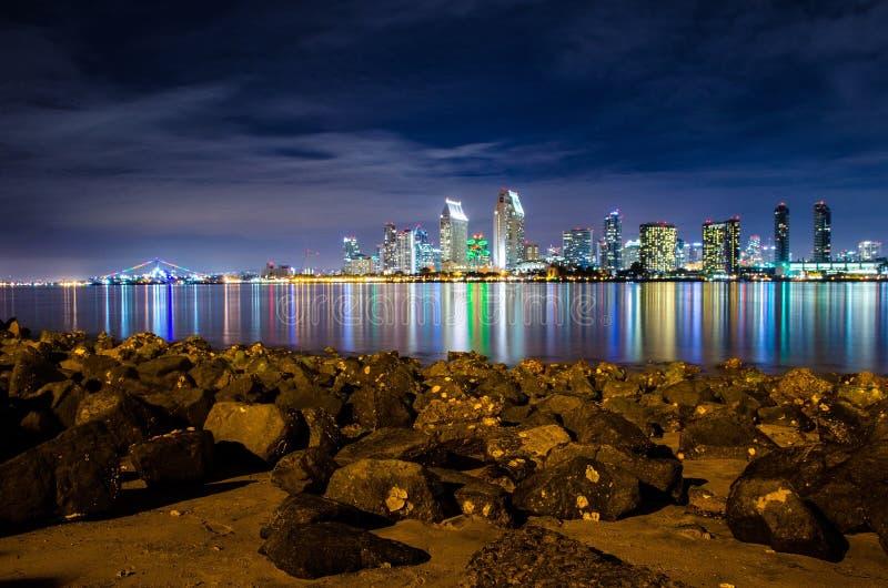 Skyline da noite de San Diego fotos de stock royalty free