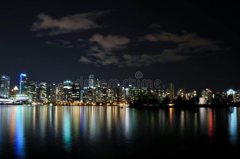 Skyline da noite de Vancôver imagens de stock