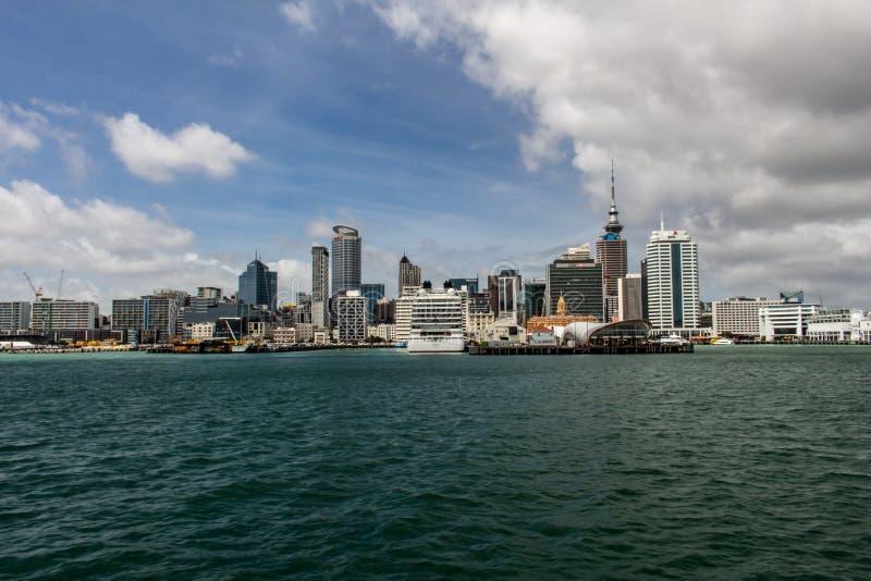 Skyline de Auckland, ilha norte, Nova Zelândia imagens de stock