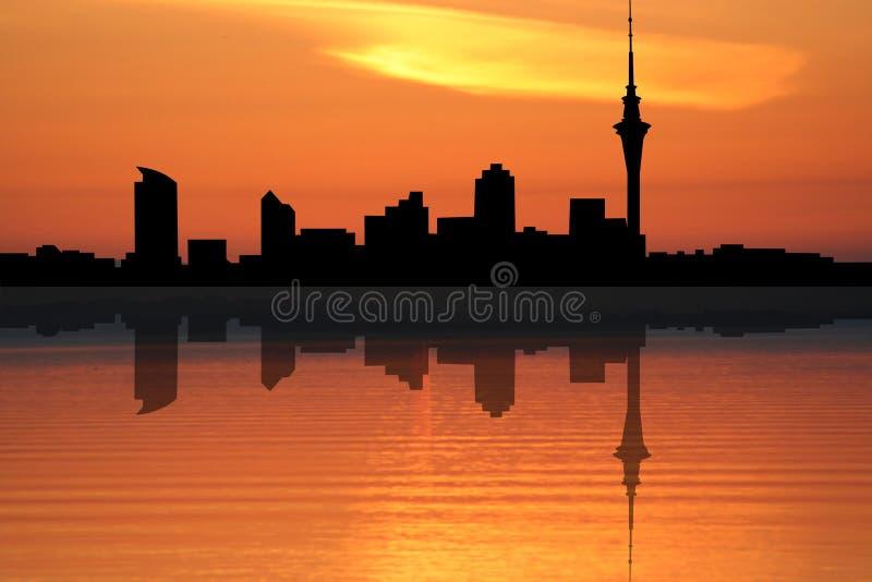 Skyline de Auckland no por do sol ilustração stock
