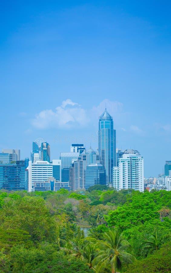 Skyline de Banguecoque na noite fotografia de stock royalty free