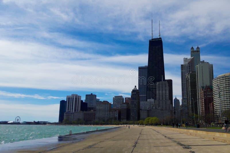 Skyline de Chicago com John Hancock Observatory fotos de stock royalty free