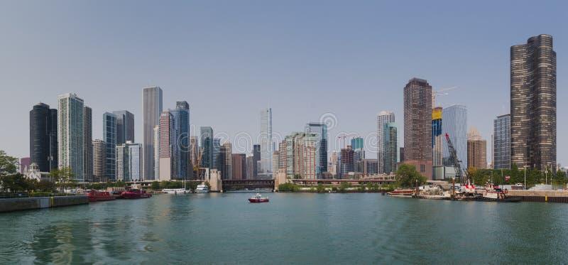 Skyline de Chicago do rio imagens de stock