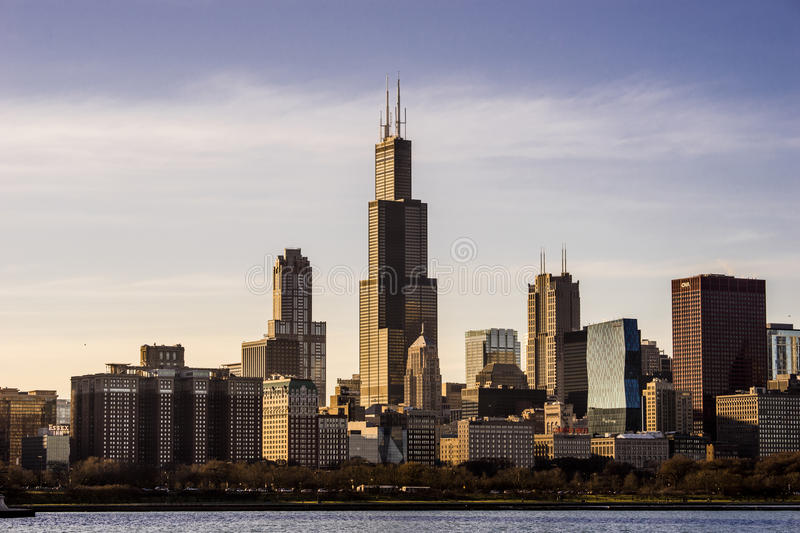 Skyline de Chicago, Illinois com Willis Tower no por do sol fotos de stock