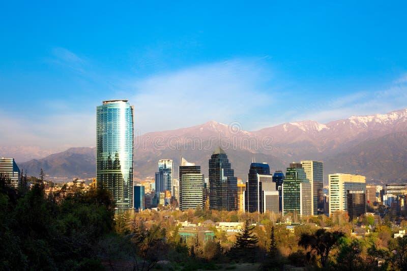Skyline de construções modernas em Santiago de Chile fotografia de stock royalty free