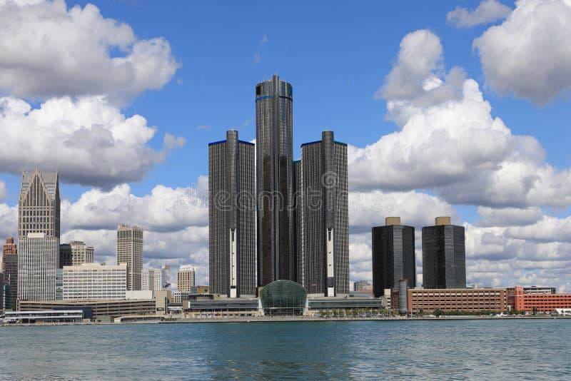 Skyline de Detroit através do Detroit River foto de stock royalty free