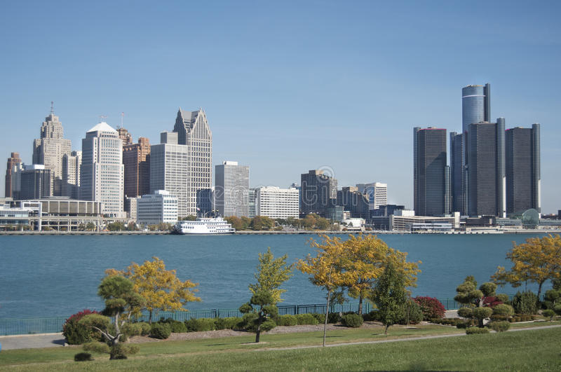 Skyline de Detroit, primeiro plano de Windsor foto de stock royalty free