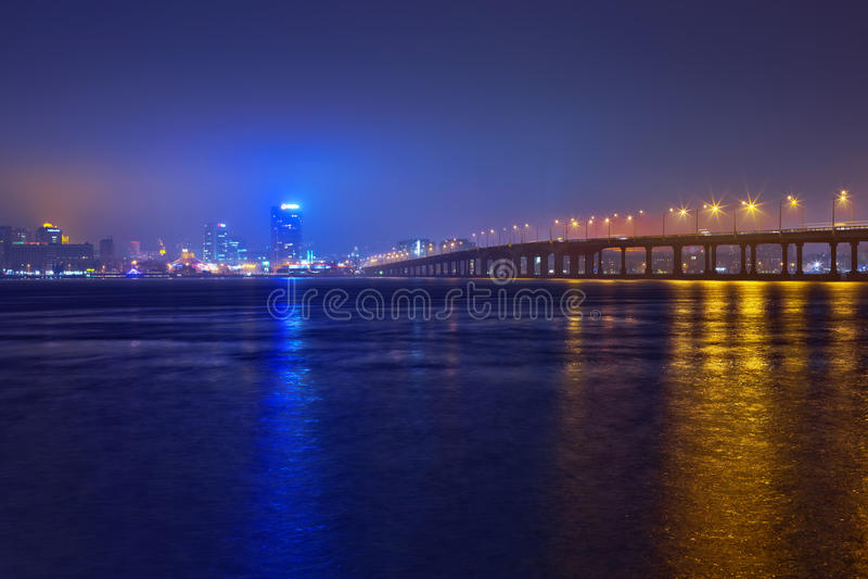 Skyline de Dnepropetrovsk na noite. foto de stock royalty free