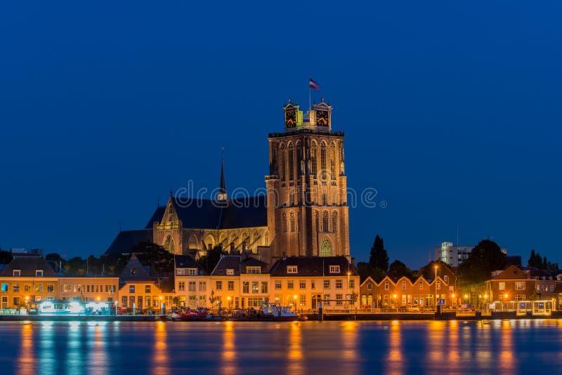 Skyline de Dordrecht na noite imagens de stock royalty free