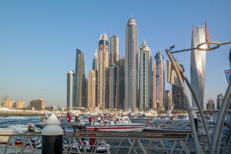 Skyline de Dubai do porto de Dubai, atrações turísticas modernas em UAE imagens de stock royalty free