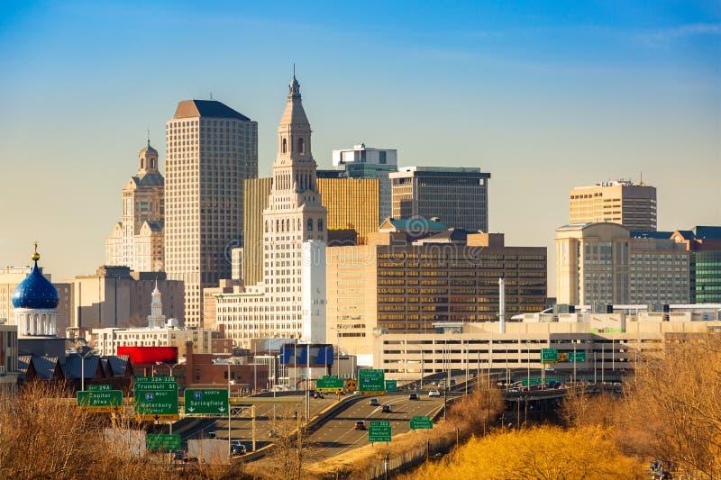 Skyline de Hartford em uma tarde ensolarada imagens de stock royalty free