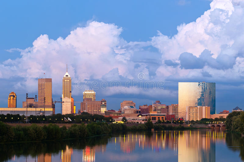 Skyline de Indianapolis. imagens de stock