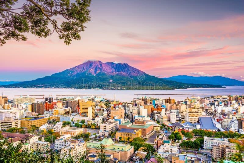 Skyline de Kagoshima, Japão e VOlcqano fotos de stock royalty free