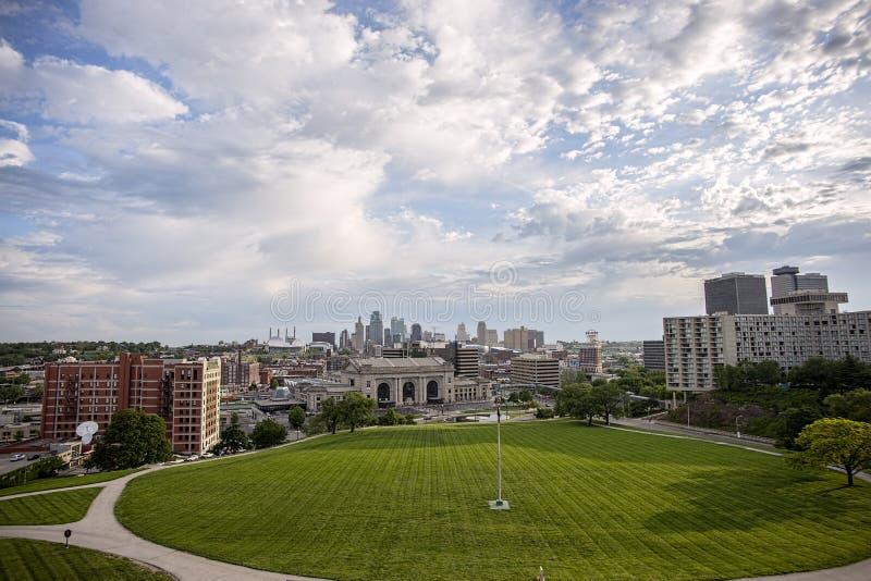 Skyline de Kansas City Missouri, estação da união, construções, foto de stock